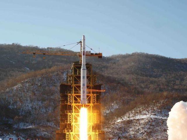 """Nghi vấn Triều Tiên phóng tên lửa trong tháng 4 sau một năm """"im hơi lặng tiếng"""" - 2"""
