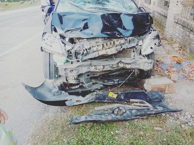Thọc sườn ô tô, 2 thanh niên đi xe máy tử vong - 2