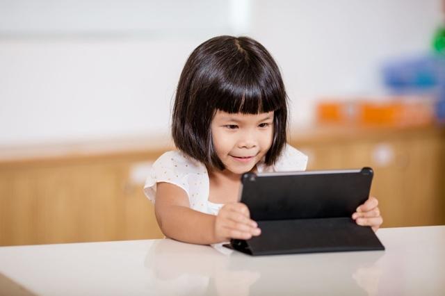 Có nên cho con học từ Internet? - 1