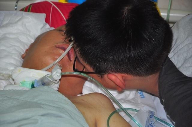 Đột nhiên bị chảy máu não, tính mạng người bố trẻ nguy kịch trong tiếng gọi thảm thiết của con - 3
