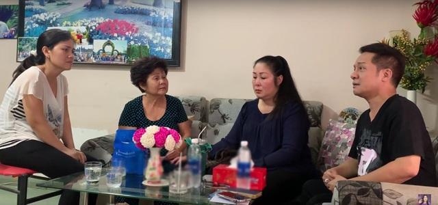 NSND Hồng Vân, Minh Nhí trao tiền ủng hộ tới gia đình nghệ sĩ Anh Vũ - 1
