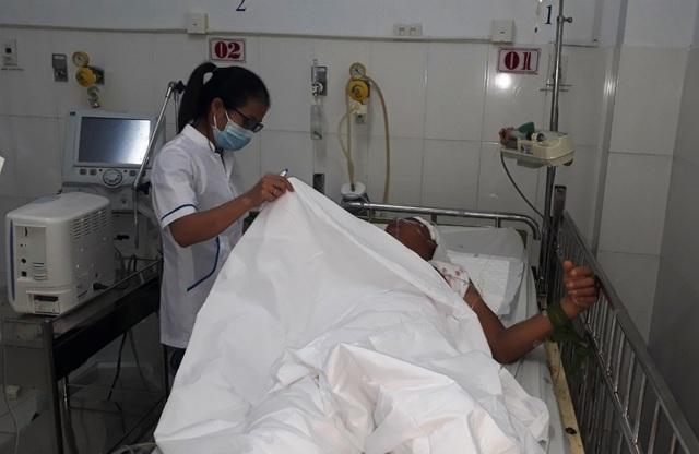 Gần 3 giờ bác sĩ Phú Quốc phẫu thuật cứu bệnh nhân dập não - 1