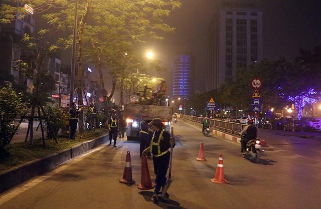 Hà Nội bất ngờ nhổ bỏ hàng trăm cây phượng trong đêm - 7