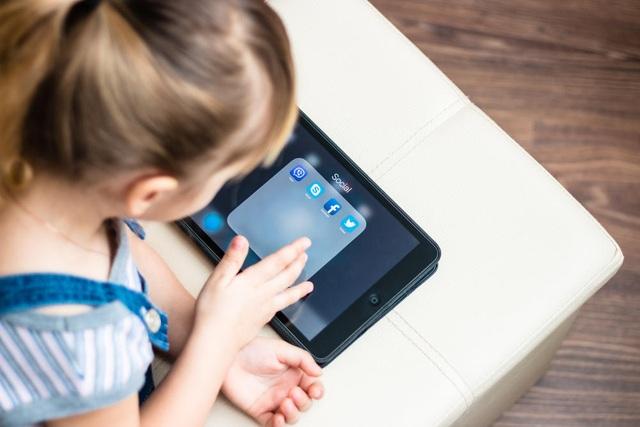 Cha mẹ nên nói gì với con để sử dụng mạng xã hội an toàn hơn? - 1