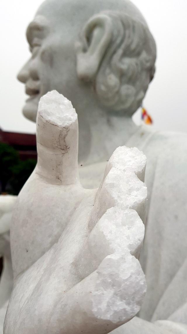 Cận cảnh những pho tượng La Hán trong chùa bị kẻ xấu đập phá - 4