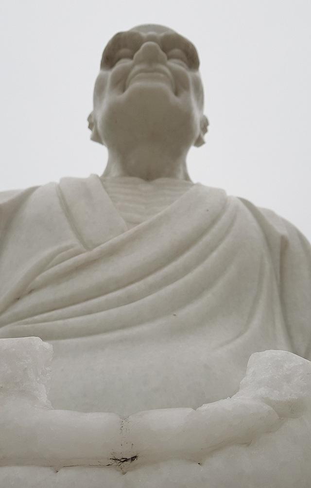 Cận cảnh những pho tượng La Hán trong chùa bị kẻ xấu đập phá - 11
