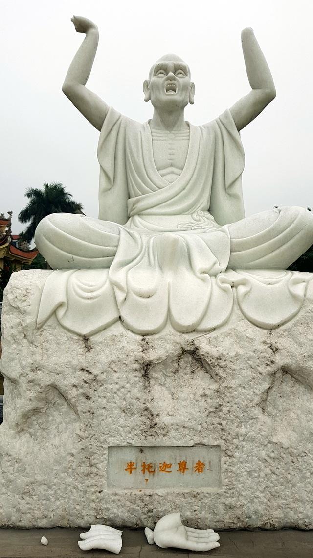 Cận cảnh những pho tượng La Hán trong chùa bị kẻ xấu đập phá - 5