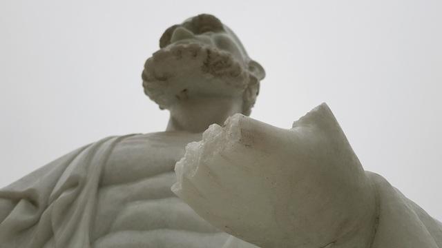 Cận cảnh những pho tượng La Hán trong chùa bị kẻ xấu đập phá - 7