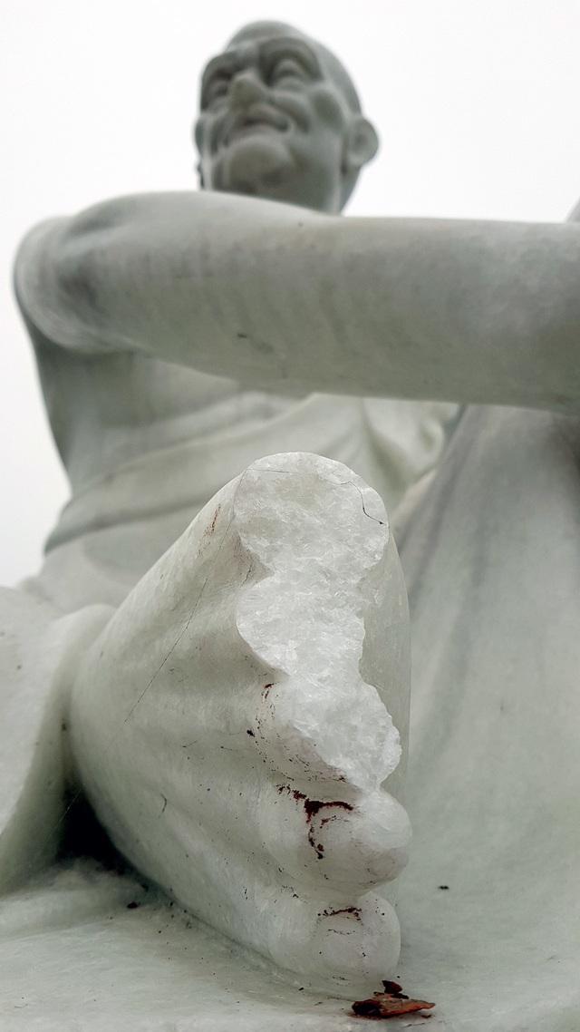 Cận cảnh những pho tượng La Hán trong chùa bị kẻ xấu đập phá - 12