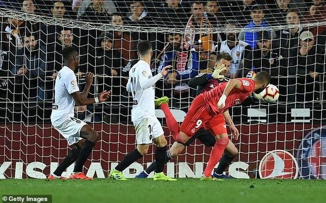 Valencia 2-1 Real Madrid: Nỗi thất vọng của HLV Zidane - 6