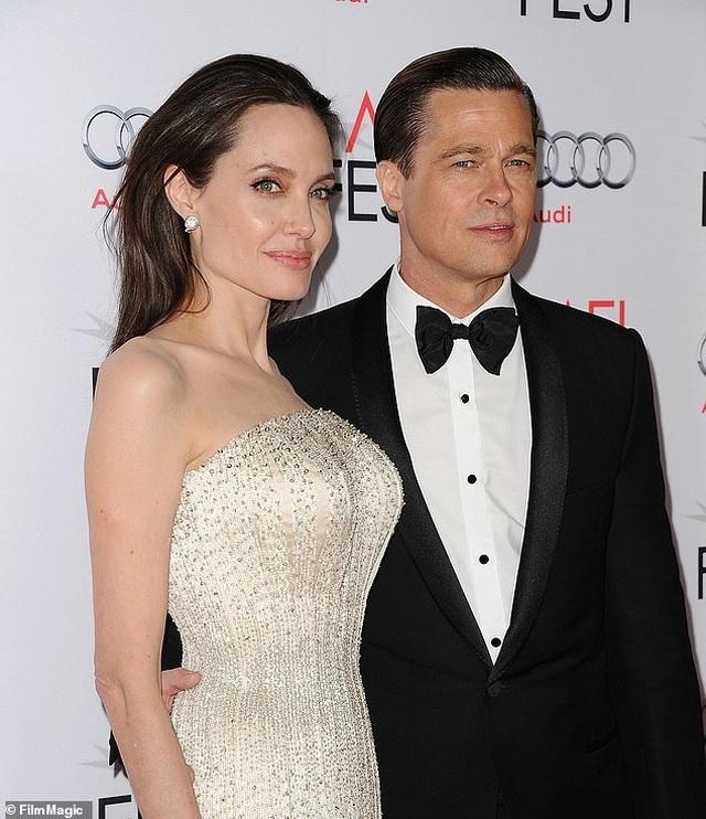 Con trai cả của Angelina Jolie lần đầu đi học xa nhà - 5