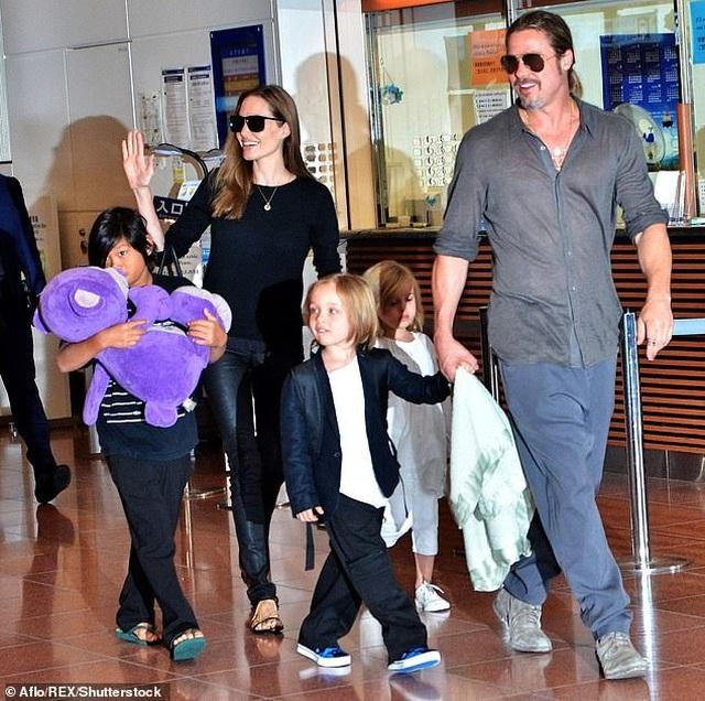 Con trai cả của Angelina Jolie lần đầu đi học xa nhà - 6