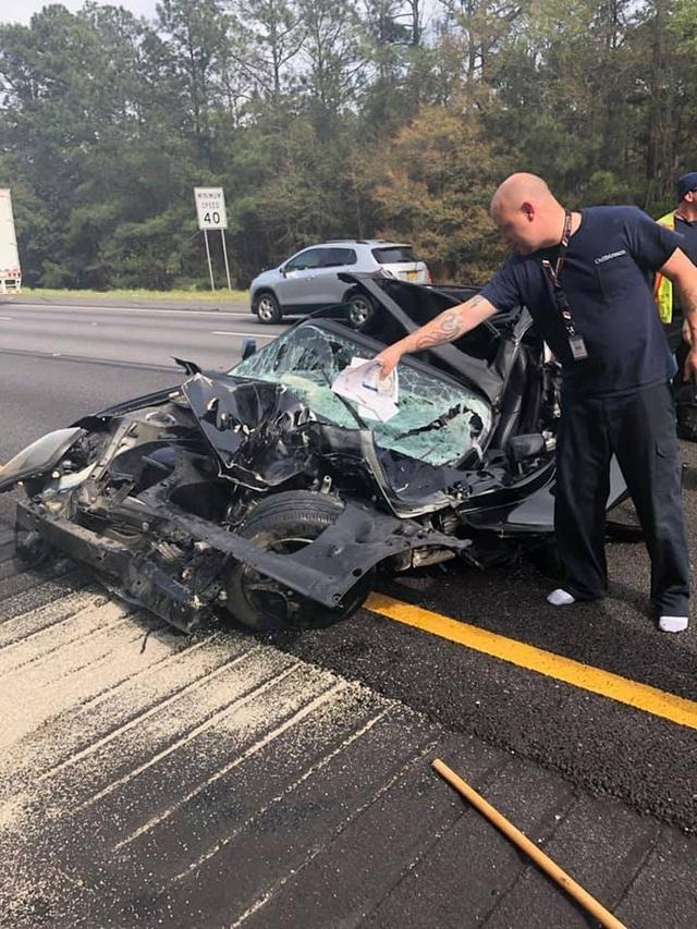 Ô tô bị vò nát sau tai nạn kinh hoàng, tài xế sống sót như một phép màu - 9
