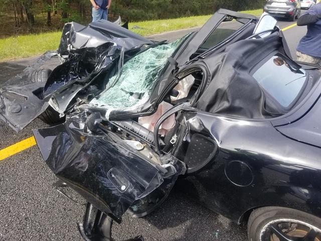 Ô tô bị vò nát sau tai nạn kinh hoàng, tài xế sống sót như một phép màu - 2