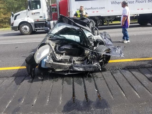 Ô tô bị vò nát sau tai nạn kinh hoàng, tài xế sống sót như một phép màu - 8