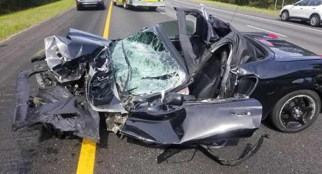 Ô tô bị vò nát sau tai nạn kinh hoàng, tài xế sống sót như một phép màu - 7