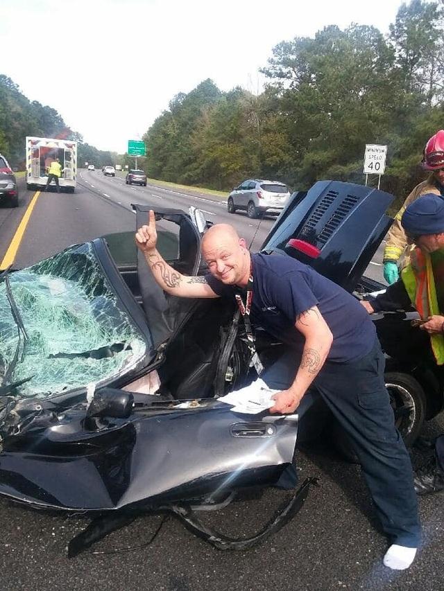 Ô tô bị vò nát sau tai nạn kinh hoàng, tài xế sống sót như một phép màu - 3