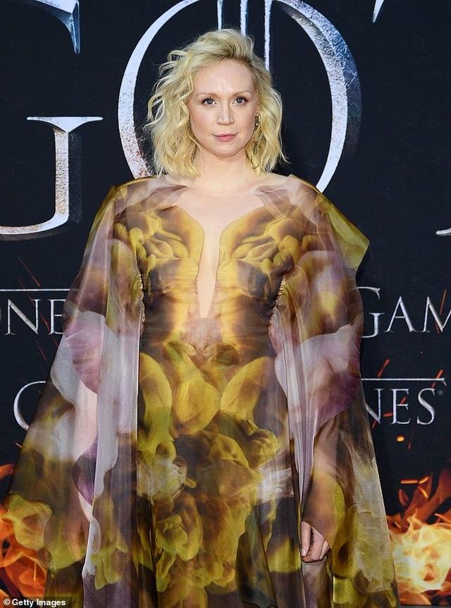 Nữ diễn viên cao 1,91m diện váy lạ mắt ấn tượng - 3