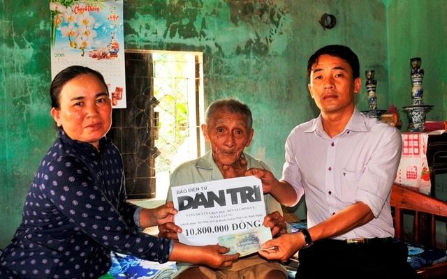 Bạn đọc báo Dân trí trao tiếp 10,8 triệu đồng đến cụ Nguyễn Lừng - 1