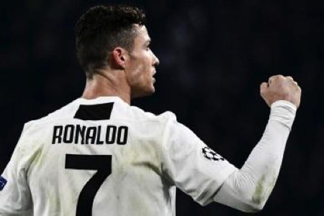 Nghỉ thi đấu do chấn thương, C.Ronaldo tranh thủ làm ông chủ bán bánh - 1