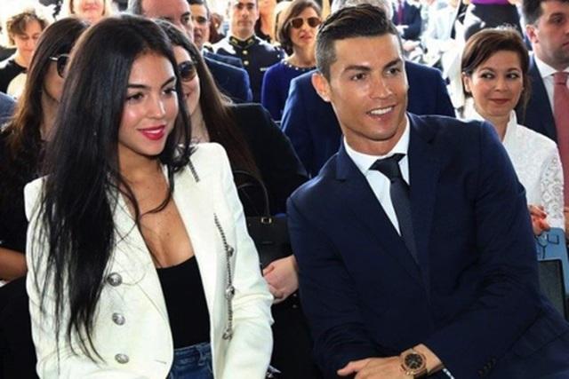 Nghỉ thi đấu do chấn thương, C.Ronaldo tranh thủ làm ông chủ bán bánh - 2