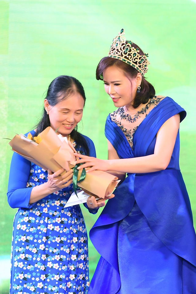 Mrs Vietnam Trần Hiền phẫn nộ vì bé gái bị quấy rối trong thang máy - 1