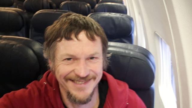 Lên máy bay 182 chỗ ngồi mới biết mình là hành khách duy nhất - 2