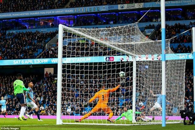 Những khoảnh khắc Man City vượt qua Cardiff để trở lại ngôi đầu bảng - 4