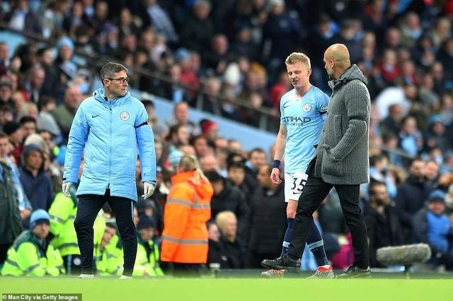 Những khoảnh khắc Man City vượt qua Cardiff để trở lại ngôi đầu bảng - 9