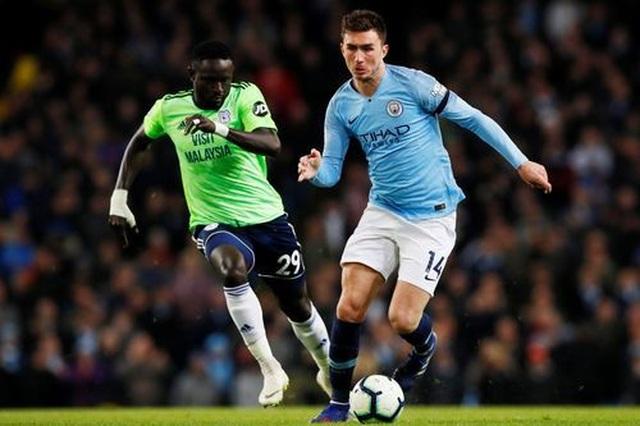 Những khoảnh khắc Man City vượt qua Cardiff để trở lại ngôi đầu bảng - 13