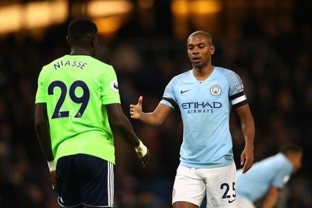 Những khoảnh khắc Man City vượt qua Cardiff để trở lại ngôi đầu bảng - 17