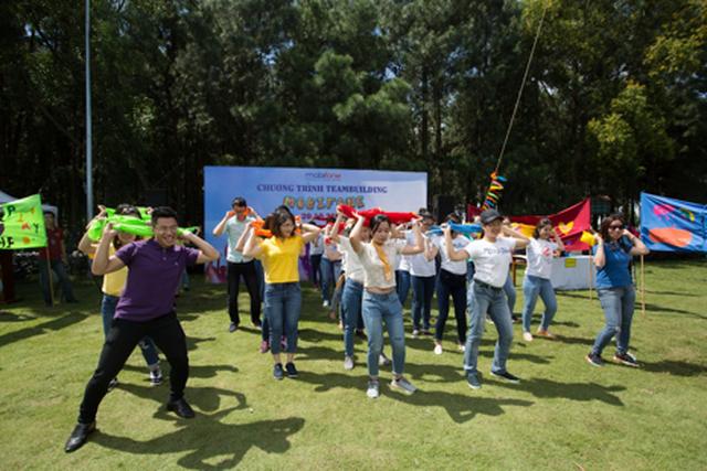 Top 100 nơi làm việc tốt nhất Việt Nam: MobiFone đứng thứ hai trong ngành viễn thông, công nghệ thông tin - 2