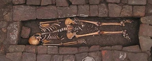 Phát hiện hài cốt của hai mẹ con thời Trung cổ - 2