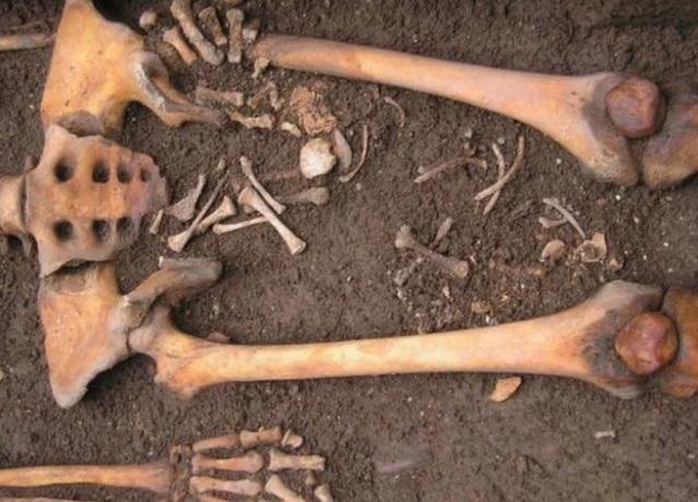 Phát hiện hài cốt của hai mẹ con thời Trung cổ - 3