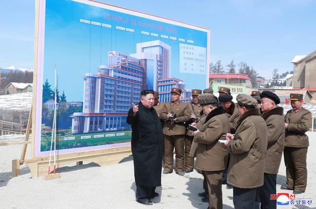Ông Kim Jong-un có thể sắp ra tuyên bố quan trọng sau chuyến thăm vùng đất thiêng - 2