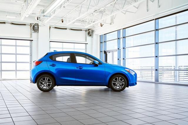 """Toyota """"mượn"""" Mazda2 cho Yaris tại thị trường Bắc Mỹ - 1"""