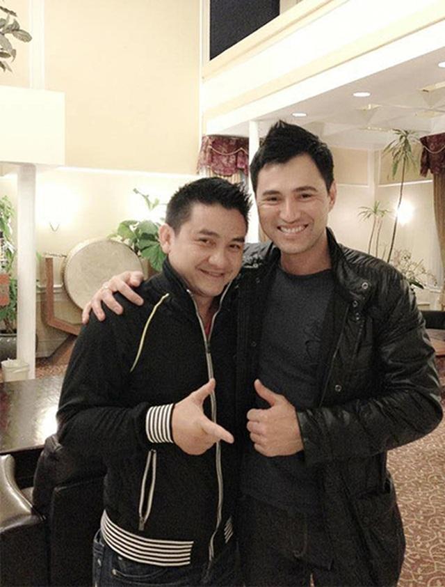 Ca sĩ Leon Vũ mang áo dài mặc cho diễn viên Anh Vũ khi nhận thi thể - 1