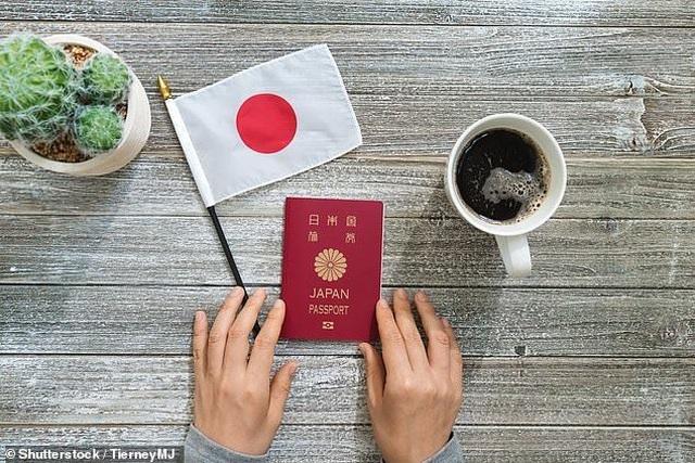 Hộ chiếu quyền lực nhất thế giới rơi vào tay 3 nước châu Á - 1