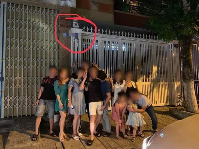 """Tranh cãi việc người dân rủ nhau check-in"""" trước nhà cựu Phó viện trưởng VKS sàm sỡ bé gái - 2"""