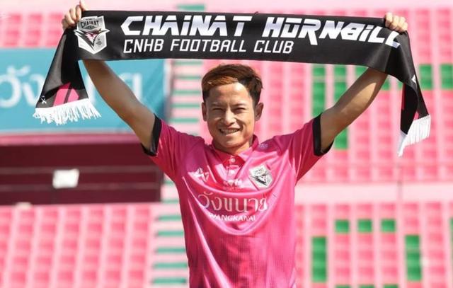 """""""Messi Lào"""" hạnh phúc sau khi chọc thủng lưới Văn Lâm - 1"""