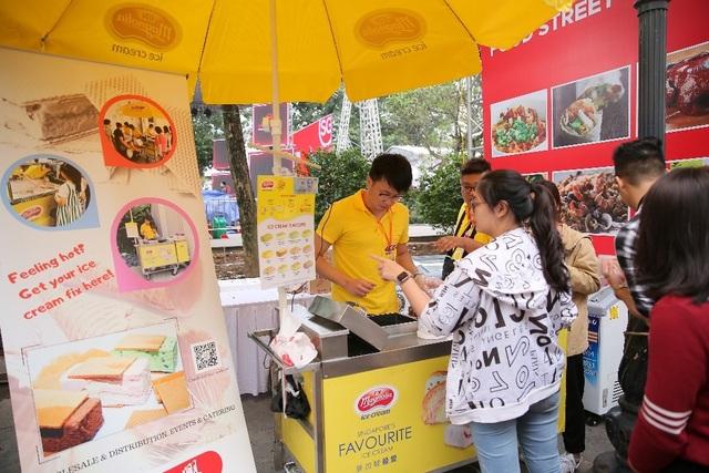 Lễ hội Singapore đầu tiên tại Việt Nam thu hút hàng ngàn người dân phía Bắc - 6