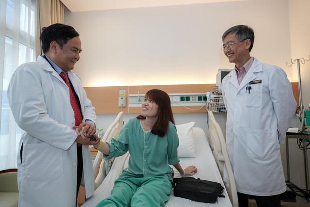Thay tim nhân tạo cứu sự sống của cô điều dưỡng trẻ - 1