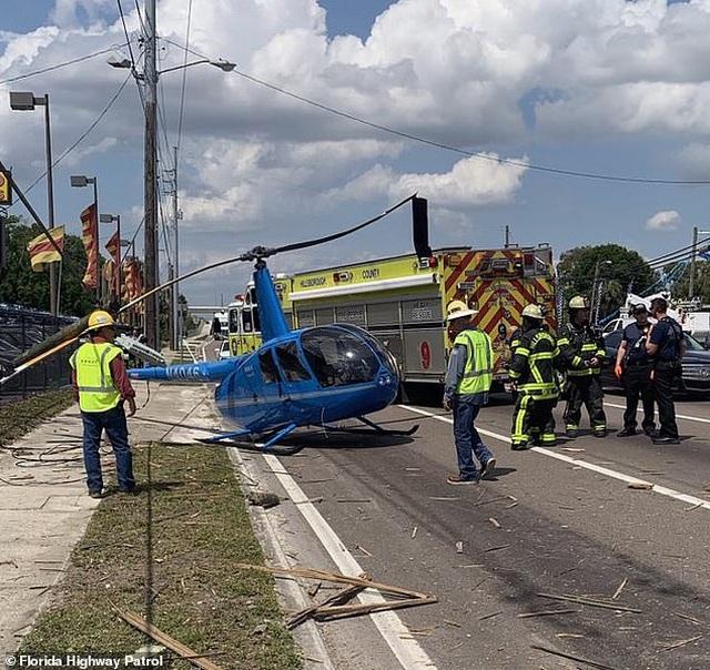 Khoảnh khắc trực thăng Mỹ rơi, văng cánh quạt làm người đi đường thiệt mạng - 2