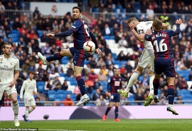 Benzema giúp Real Madrid thắng trận thứ ba thời HLV Zidane - 3