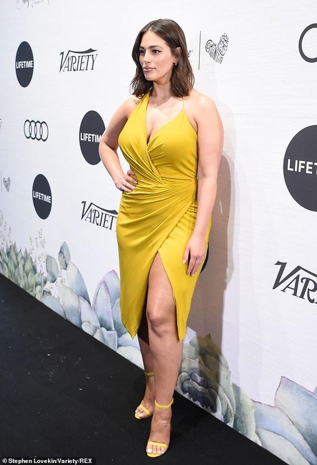 Ashley Graham đọ dáng với Gigi Hadid - 5