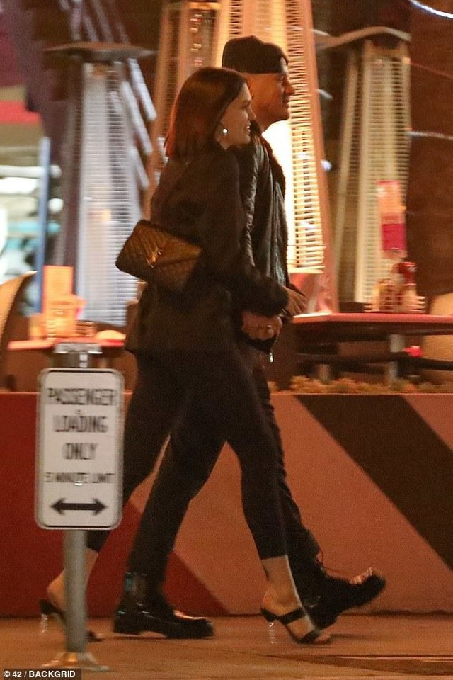 Jessie J và Channing Tatum tình tứ đi ăn tối - 2