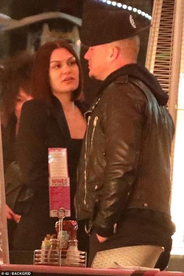 Jessie J và Channing Tatum tình tứ đi ăn tối - 1