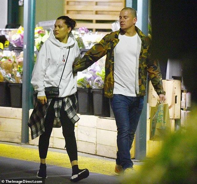 Jessie J và Channing Tatum tình tứ đi ăn tối - 5