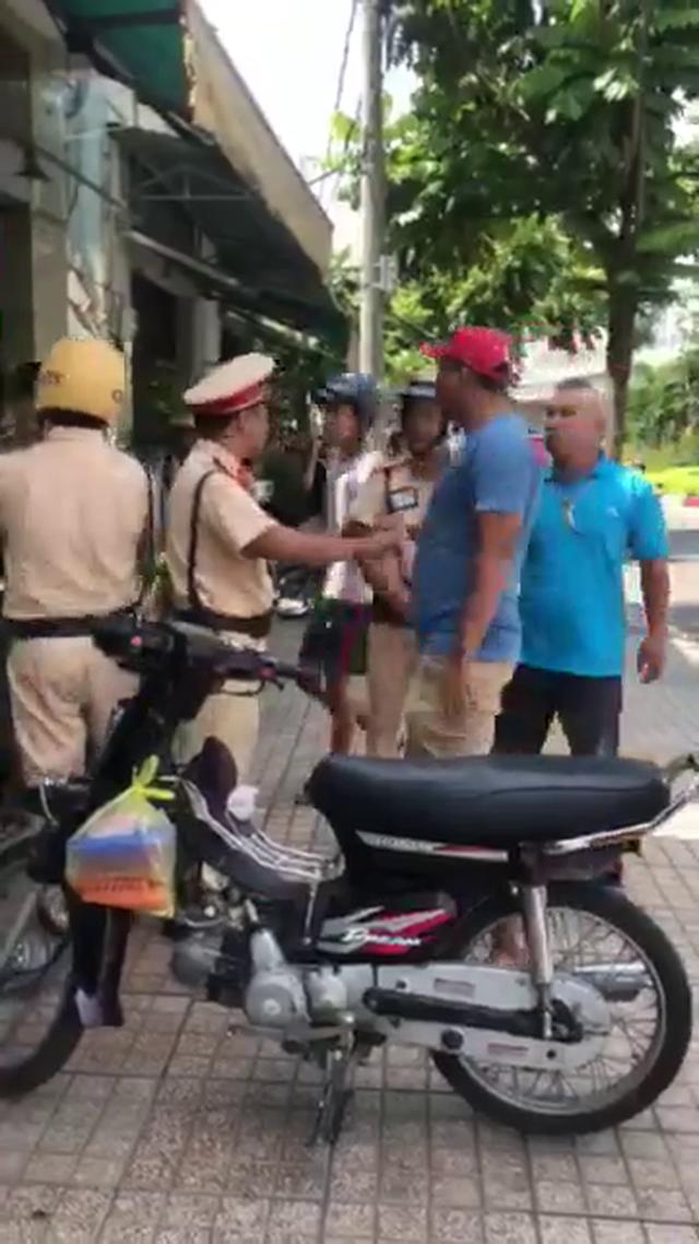 Khởi tố nam thanh niên tấn công CSGT khi bị dừng xe kiểm tra - 1