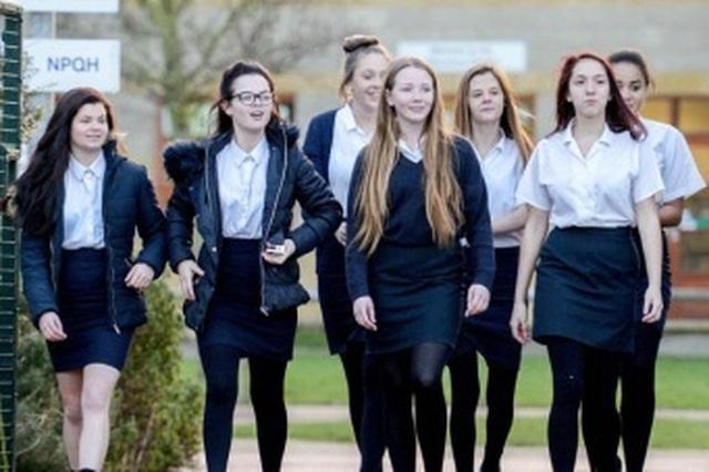 Anh: Nữ sinh trung học sẽ được phát sản phẩm vệ sinh miễn phí - 1